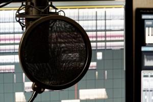 Kondensator-Mikrofon mit DAW und Zubehör